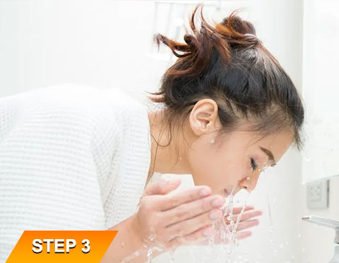 Vitamin-C-Face-Cleanser-Step-3
