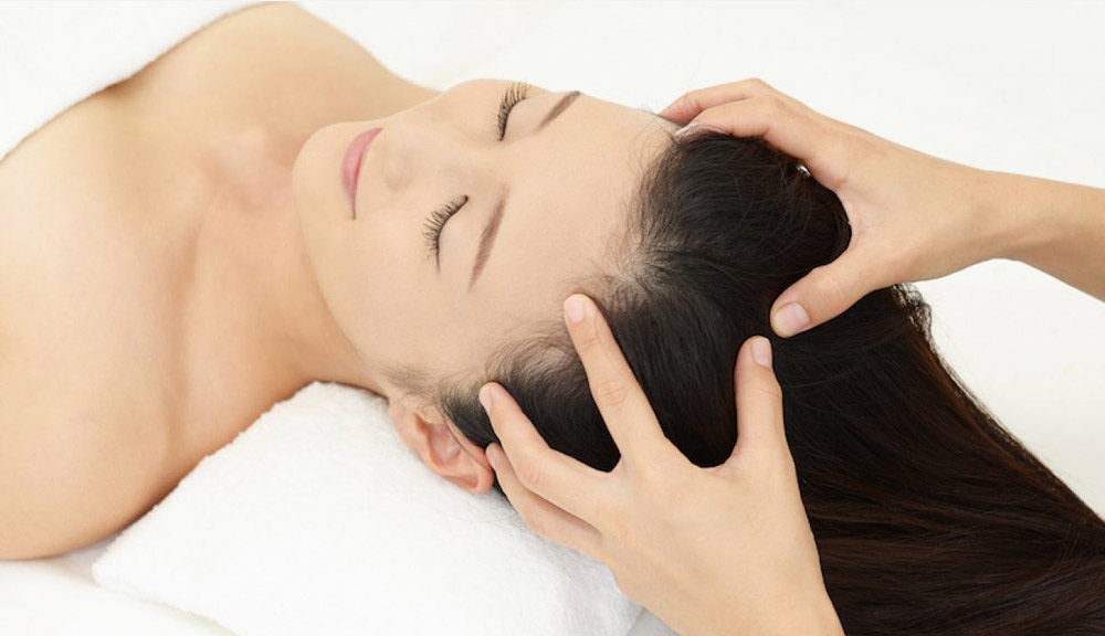 Pamper-your-scalp-with-a-gentle-oil-massage