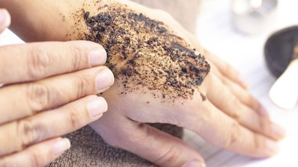 How-to-use-the-body-scrub